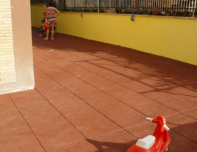 Pavimento antitrauma per esterno flexibel made in italy sanigar